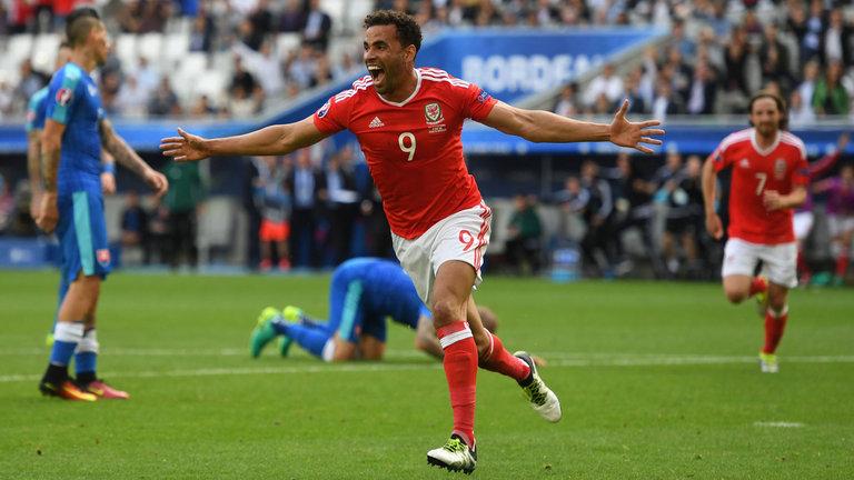 Slovakia-vs-Wales-01h45-ngay-11-10